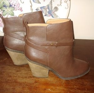 Lucky Brand Brown Buckle Boots